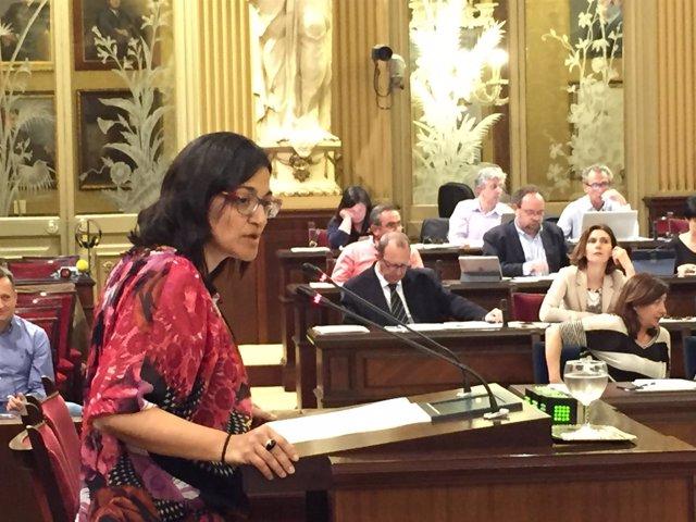 La diputada del PSIB María José Camps en el pleno del Parlament