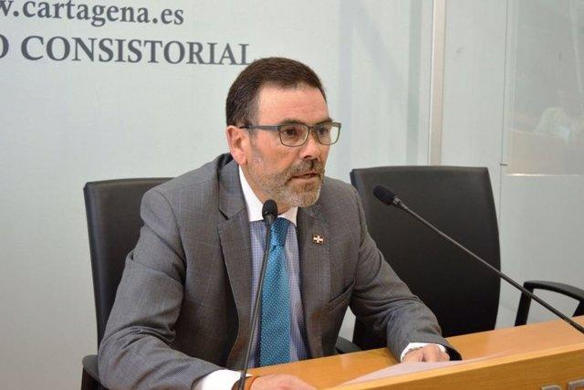 José López durante su comparecencia