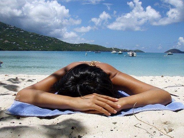 Tomar el sol, playa, broncearse