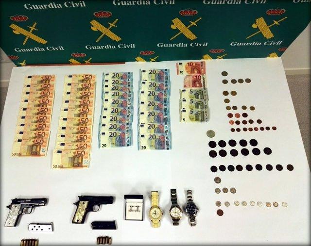 Dinero, armas y objetos incautados en la Operación Zotra