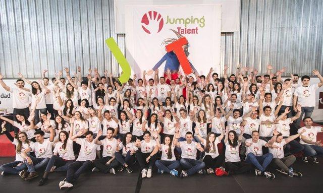 Jumping Talent respalda el futuro laboral de 96 jóvenes universitarios