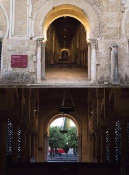 Vista exterior e interior de la segunda puerta de la Mezquita