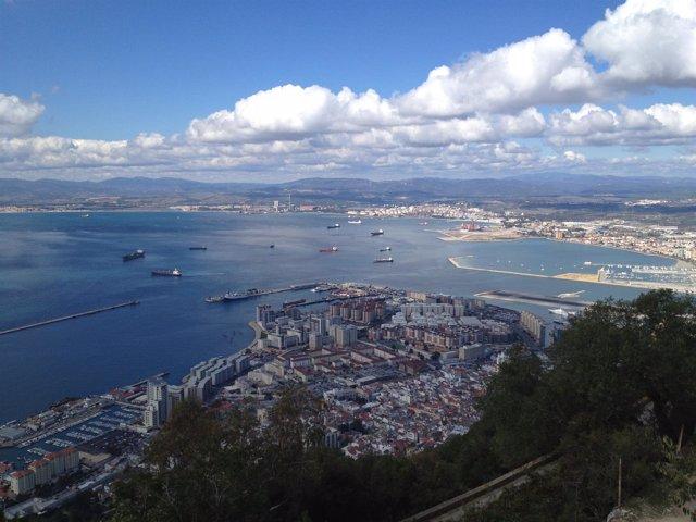 Vista de la Bahía de Algeciras desde Gibraltar