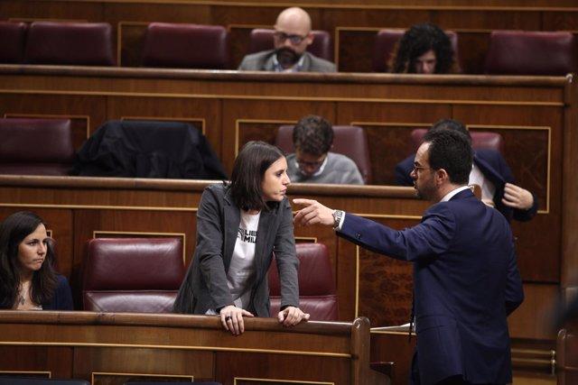 Irene Montero y Antonio Hernando en el Congreso