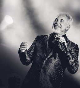 El cantante Tom Jones
