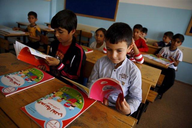 Niños refugiados de Siria van a clase en Ankara (Turquía)