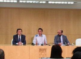 El Ayuntamiento firma un acuerdo pionero con Transparencia Internacional España para el servicio de Línea Madrid