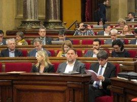 """Puigdemont: las cuentas son """"una riada que se lleva la lluvia de millones"""" que prometió Rajoy"""