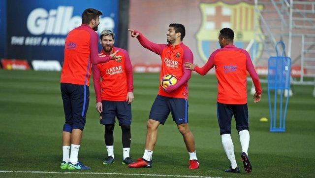 Piqué, Messi, Suárez y Neymar en el entrenamiento