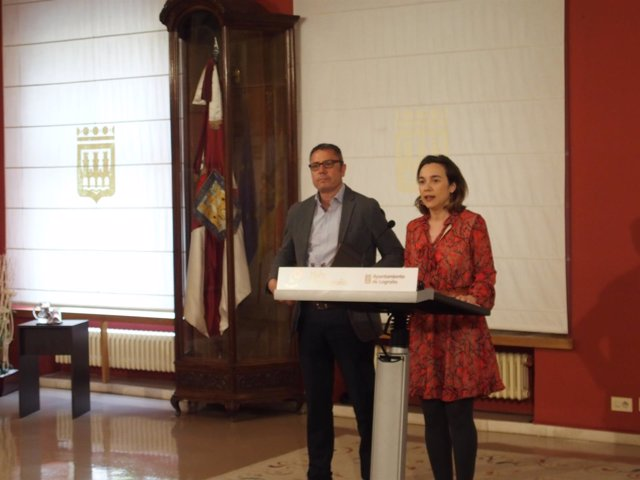 Gamarra, junto a Sáez Rojo, en la rueda de prensa