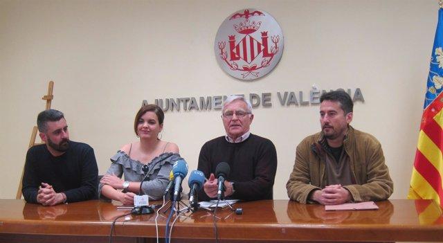 Joan Ribó junto a los portavoces de su equipo de gobierno