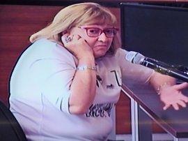 La secretaria dice que Millet le daba sobres para un extesorero de CDC que guardaban en caja fuerte