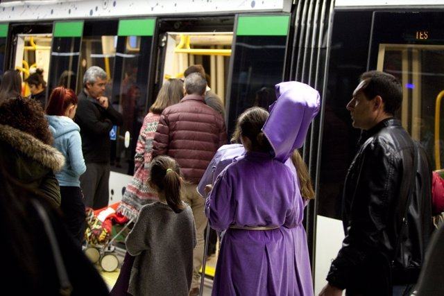 Nazarenos semana santa viajeros metro de málaga suburbano frecuencias trenes