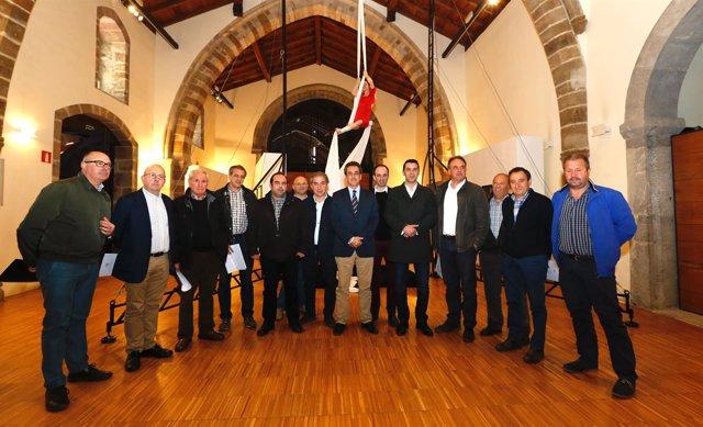 Martín informa a los alcaldes de Liébana de la programación