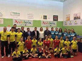 Reyes subraya la importante trayectoria del Real Club de Tenis de Mesa de Linares