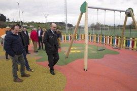 Mazón inaugura la mejora del Ayuntamiento de Polanco y un parque infantil en Rinconeda