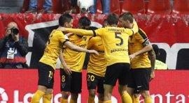 El Málaga se aleja del descenso a costa del Sporting y el Depor empata ante el Granada