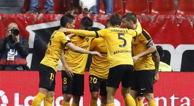 El Málaga se aleja del descenso a costa del Sporting