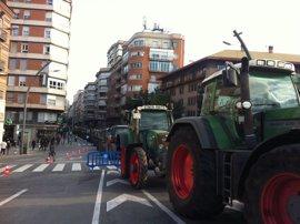 Los agricultores mantienen el bloqueo del tráfico en Murcia hasta que el Gobierno central escuche sus demandas