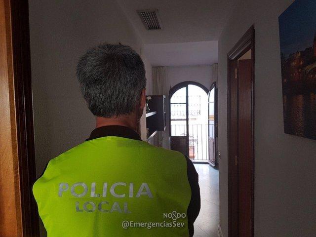 La Policía inspecciona uno de los espacios.