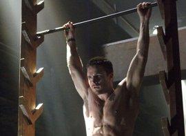 Stephen Amell (Arrow) competirá en American Ninja Warrior