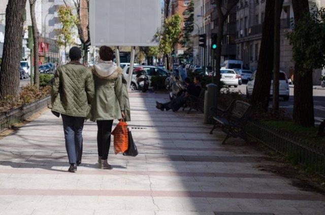 Imagen de recurso de dos personas paseando