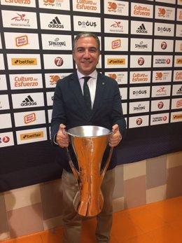 Elías Bendodo presidente de la Diputación de Málaga Unicaja campeón Eurocup 2017