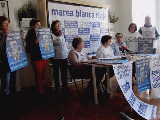 Miembros de la Marea Blanca La Rioja, en la rueda de prensa