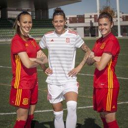 Equipaciones de la selección española femenina