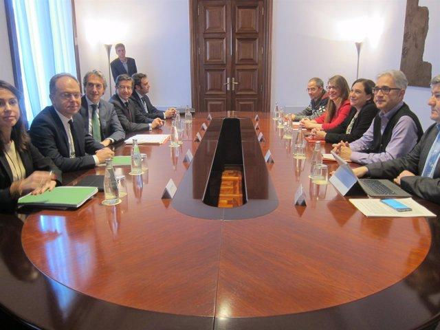 Alcaldesa de Barcelona, Ada Colau, y el ministro de Fomento, Íñigo de la Serna