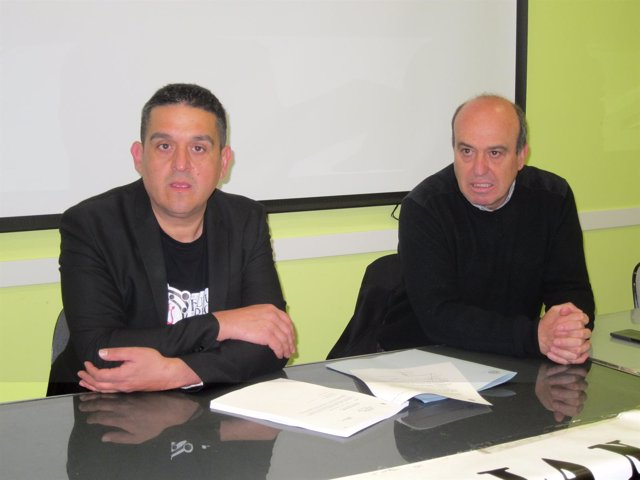 Carles Mulet en Salamanca junto al presidente de Stop Uranio