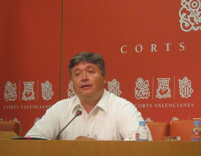 Santamaría (PP) durante la rueda de prensa