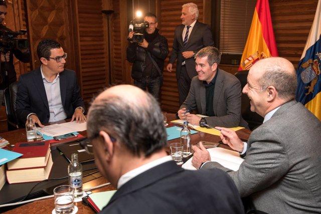 Pablo Rodríguez junto al presidente canario, Fernando Clavijo. Foto de recurso