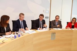 La Xunta convoca 1.043 plazas de docentes al amparo del real decreto-ley y avanza 1.600 en el Sergas