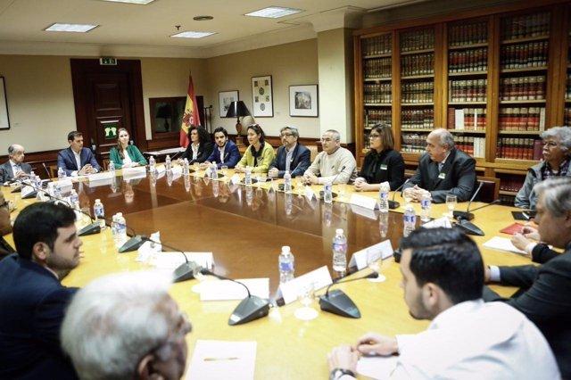 El presidente de Ciudadanos, Albert Rivera, con opositores venezolanos