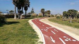 La Junta finaliza la rehabilitación y la vía ciclista del paseo marítimo de Almerimar (Almería)