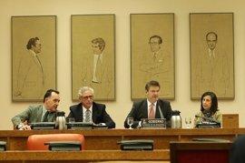 """Los grupos parlamentarios reprochan a Catalá su """"injerencia"""" en la Fiscalía"""