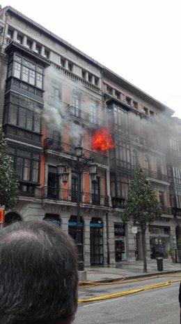 Incendio en la calle Uría, 58 de Oviedo.