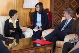 Santisteve se interesa por el Instituto Confucio