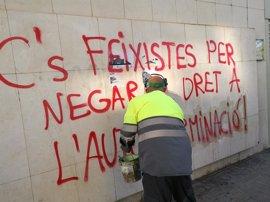 C's denuncia en los Mossos una pintada en su sede de Lleida que tacha al partido de fascista