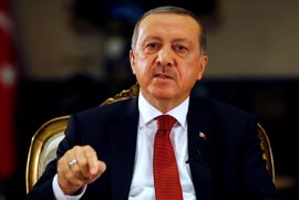 Erdogan dice que Turquía apoyaría una eventual intervención militar de EEUU en Siria