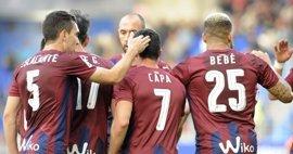 El Eibar sube la apuesta por Europa y el Valencia alarga la racha en Mestalla