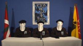 ETA comunica su desarme con elogios a las instituciones vascas y sin hablar de su disolución