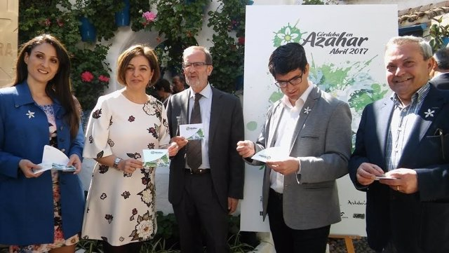 Autoridades durante la presentación de 'Córdoba en azahar'