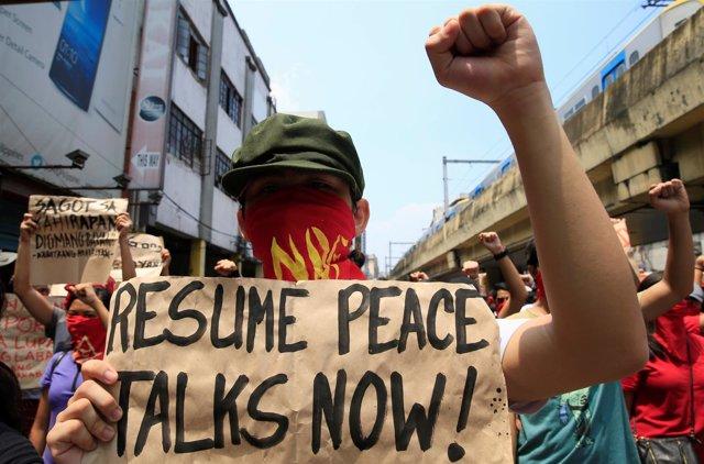 Protesta para pedir conversaciones de Filipinas con los maoístas rebeldes