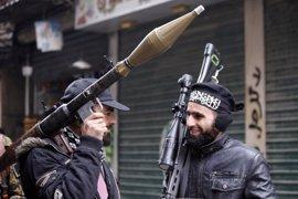 """Los rebeldes reclaman ataques aéreos contra """"todas"""" las bases aéreas del régimen sirio"""