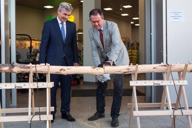 El alcalde de Sevilla, Juan Espada, inauguró las nuevas instalaciones.