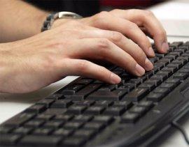 Cort entrega diez ordenadores al Club d'Esplai de Son Gotleu para proyectos socioeducativos sobre TIC