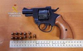Detenido tras amenazar a una mujer con un arma simulada para mantener relaciones sexuales