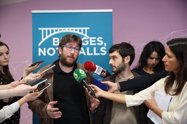 Pablo Bustinduy y Miguel Urbán en la conferencia internacional Bridges Not Walls